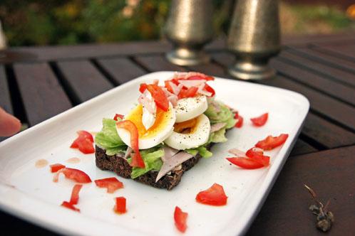 Et stykke med Æg, Tomat, Skinke og Mayonnaise