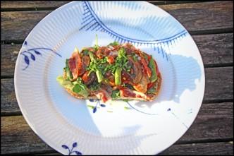 Kylling med ristede champignoner, asparges og bacon